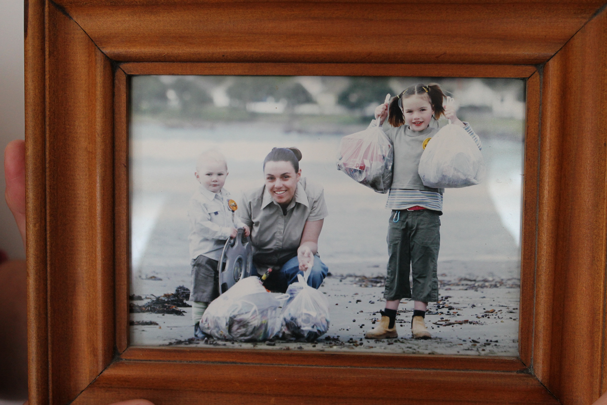 Sophie Lemon and Michelle Wilhelm collecting rubbish on Lyall Bay beach in 2009